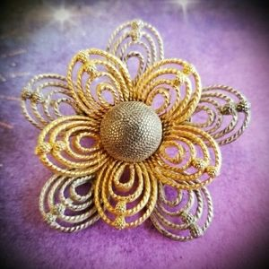 Vintage daisy brooch gold and silver